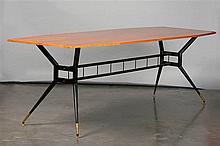 Grande table ovoïde en bois de placage aux quatre pieds en métal laqué noir