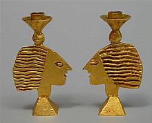 CASENOVE Pierre (1943) - Paire de chandeliers en bronze doré au fût en f