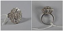 Bague en or blanc 18 carats sertie de diamants taille brillant et taille an