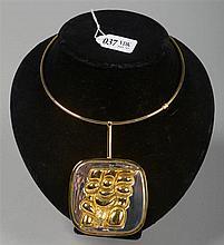 Pendentif et son collier en bronze doré et argenté,