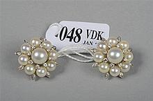 Paire de boucles d'oreille clips en or blanc 18 carats sertie de diamants t