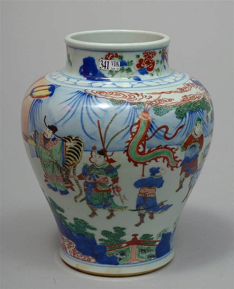 Vase en porcelaine polychrome de chine au d cor wucai de gu for Porcelaine de chine