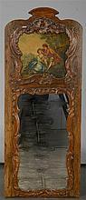 Petit trumeau de style Louis XV en chêne sculpté au miroir chantourné surmo