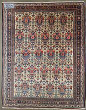 Petite carpette persane ancienne décorée de
