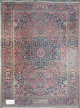 Carpette Keshan ancienne à médaillon au décor floral sur fond rouge et bleu
