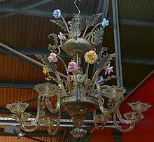 Important lustre en verre incolore et verres de couleurs de Venise décoré d