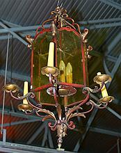 Lanterne hexagonale en fer forgé, doré, partiellement peint à froid et verr