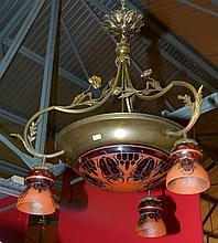 LE VERRE FRANCAIS, Lustre rond en bronze et cuivre à vasque centrale et tro