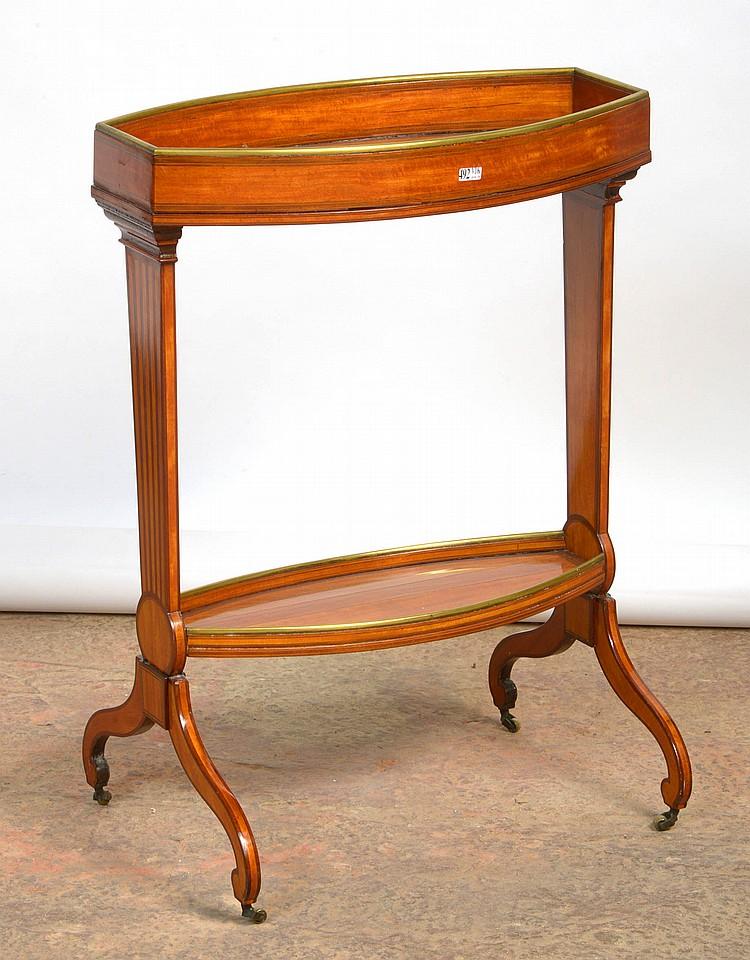 Petit meuble d'appoint Directoire en placage d'amarante et de sycomore et marqueterie à bordure en cuivre. Epoque: vers 1800. Dim.:54,5x75x37,5cm.