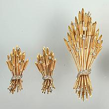 Parure en or jaune 18 carats comprenant une broche et une paire de boucles d'oreilles
