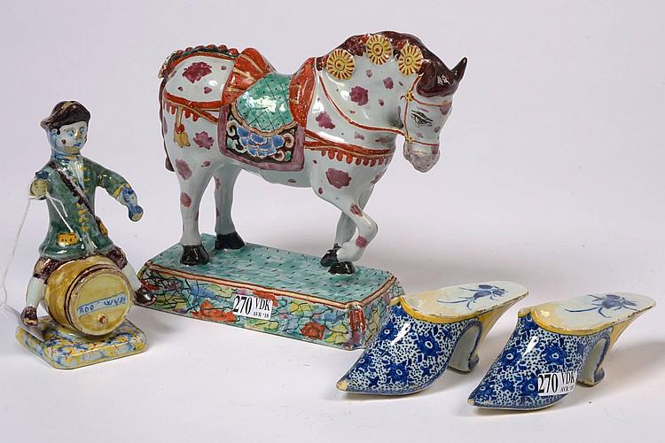 Ensemble de quatre faïences de Delft comprenant un 'Cheval