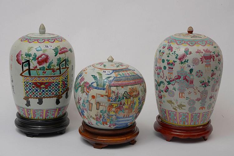 Ensemble de trois pots à gingembre en porcelaine polychrome de Chine dite