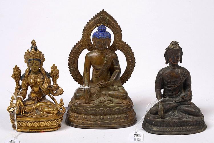Trois sculptures en bronze comprenant deux