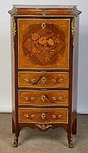 Petit secrétaire droit de style Napoléon III en bois de placage et marqueterie florale muni d'un abattant surmontant trois tiroirs et surmonté d'une tablette en marbre rouge. Ornementation en bronze doré. Epoque: XIXème. (*). Dim.:66x121,5x35cm.