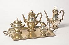 Service à café et à thé de style Louis XVI en argent 800/1000ème comprenant cafetière, théière, sucrier, pot à lait ainsi qu'un plateau rectangulaire à deux anses. Poinçon de Delheid. (*). Poids total:+/-4600grs.