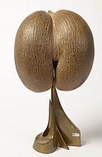 """""""Coco-fesse"""" monté sur un pied en laiton. Par Christian Krekels. Ecole belge. H.:50,5cm."""