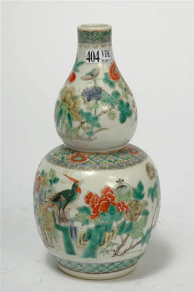Petit vase gourde en porcelaine polychrome de chine d cor d for Porcelaine de chine