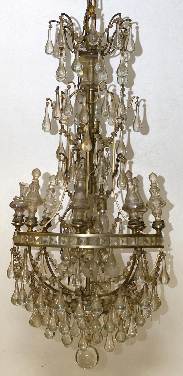 lustre en fer muni d 39 un arceau et pampilles en cristal en. Black Bedroom Furniture Sets. Home Design Ideas