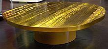 KREKELS Christian (1942) Table de salon ovoïde en laiton doré au piéte