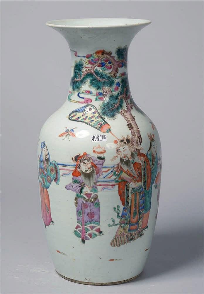 Vase en porcelaine polychrome de chine d cor de vieux sage for Porcelaine de chine