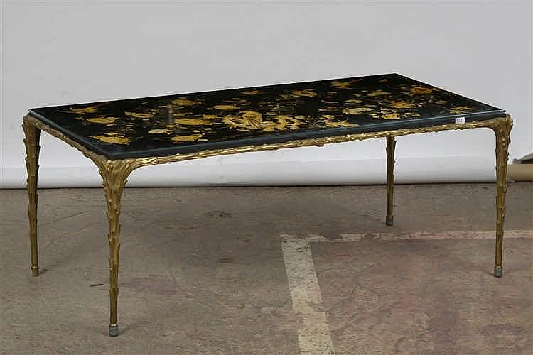 table de salon rectangulaire en bronze dor la tablette en. Black Bedroom Furniture Sets. Home Design Ideas