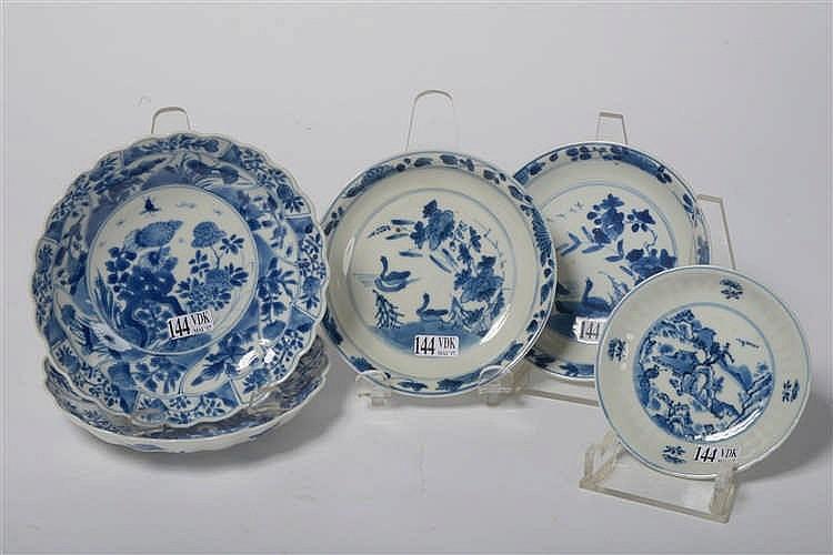 Ensemble de cinq coupelles dont une paire en porcelaine bl - Applique porcelaine blanche ...