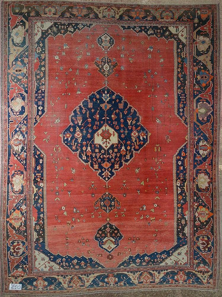grand tapis ispahan ancien m daillon au d cor floral sur f. Black Bedroom Furniture Sets. Home Design Ideas