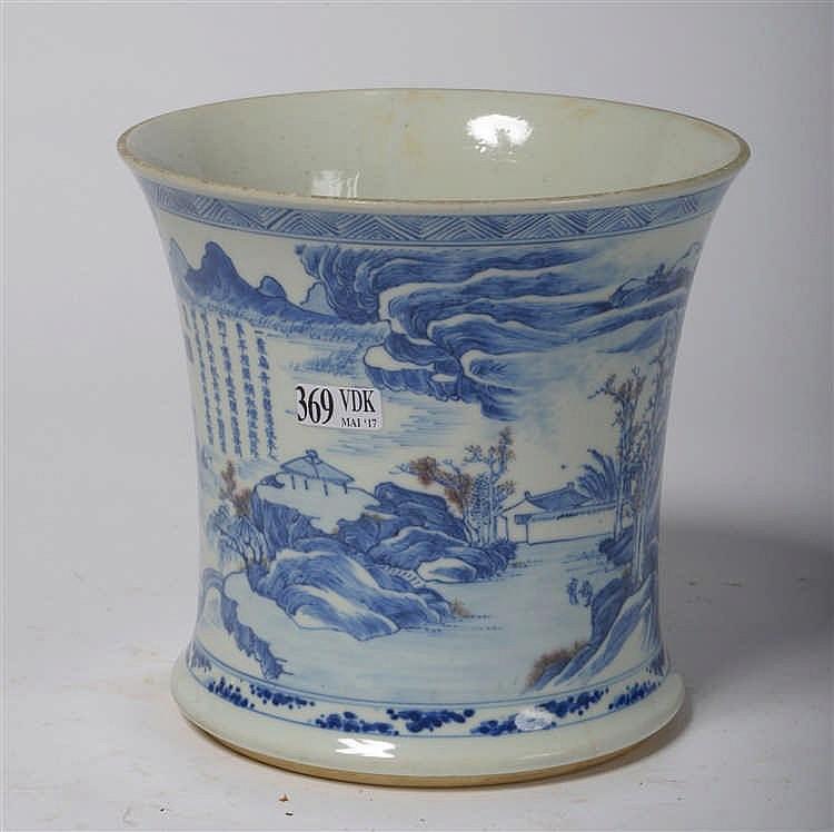 Vase en porcelaine bleue et blanche de chine d cor d 39 un pa for Porcelaine de chine