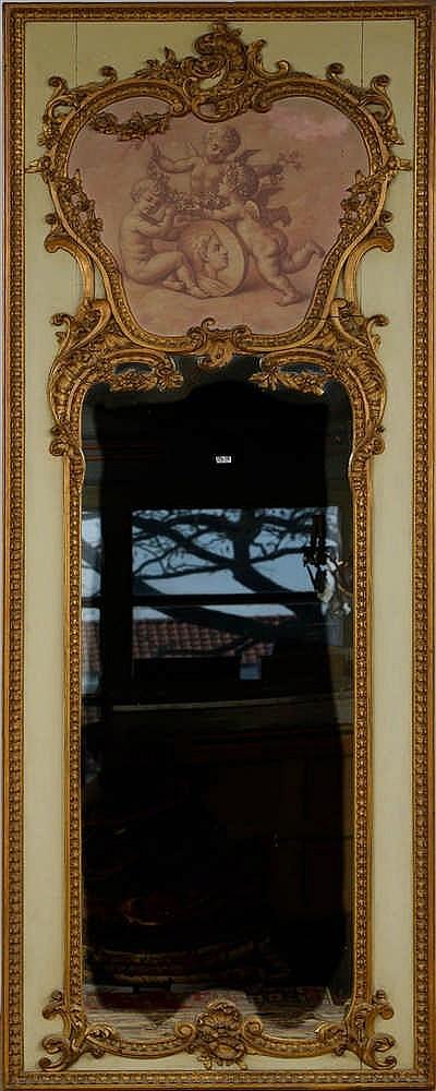Trumeau de style louis xv en bois sculpt dor et patin au for Miroir louis xv