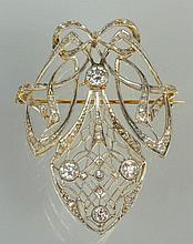 Broche de style Art Nouveau amovible en or jaune 18 carats et argent sertie de diamants taille ancienne pour un total de +/-1.30 carats et de diamants taille rose. Dim.:+/-5.4x4cm. Poids total:+/-14.9grs.