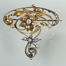 Broche de style Art Nouveau en argent et or jaune 18 carats sertie de diamants taille ancienne et de diamants taille rose. Dim.:4.3x4.2cm. Poids total:+/-9.6grs.