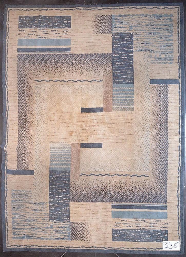 Carpette de style art d co en laine merceris e au d cor g om for Deco chambre gris et beige