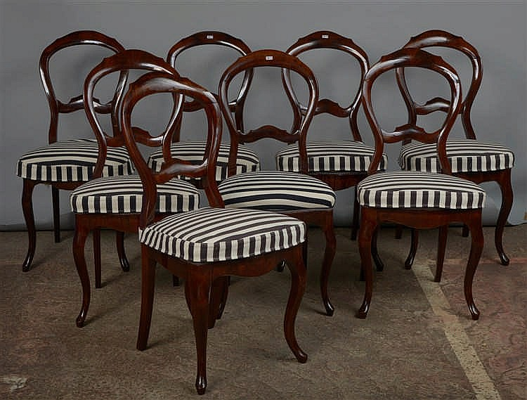 S rie de huit chaises en acajou travail scandinave epoque for Cocktail scandinave chaises