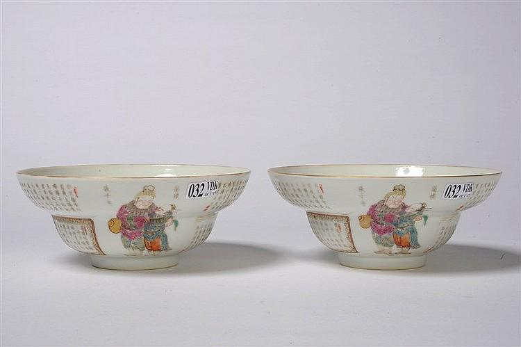 Paire de bols en porcelaine polychrome de chine d cor s de for Porcelaine de chine
