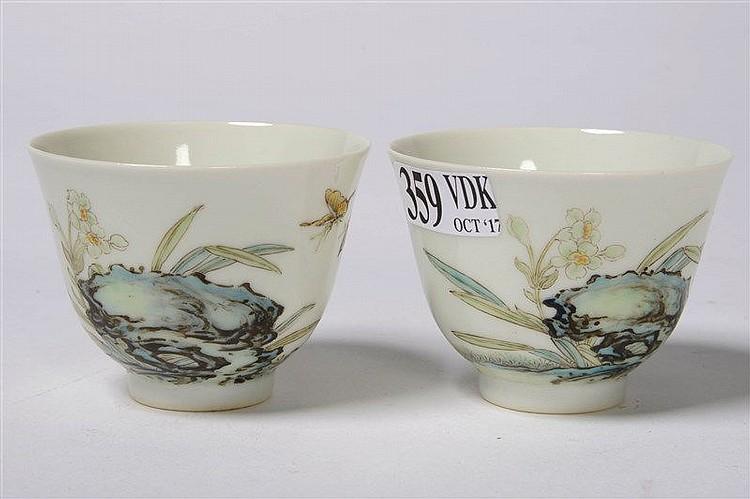 Paire de petits pochons en porcelaine polychrome de chine d for Porcelaine de chine