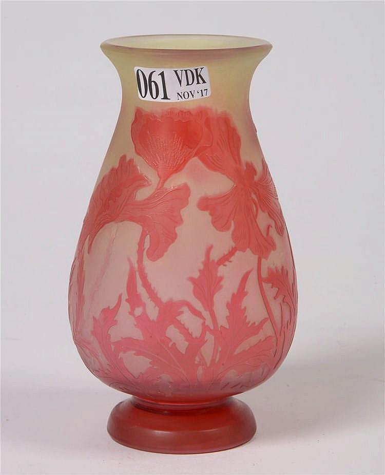 petit vase balustre de style art nouveau en verre multicouch. Black Bedroom Furniture Sets. Home Design Ideas