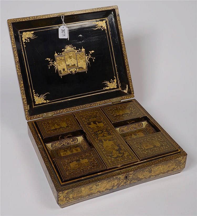 Grande bo te jeux en bois laqu noir et or contenant cinq for Boite a jeux