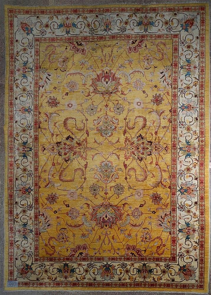 grand tapis mahal d cor floral rouge sur fond jaune laine. Black Bedroom Furniture Sets. Home Design Ideas
