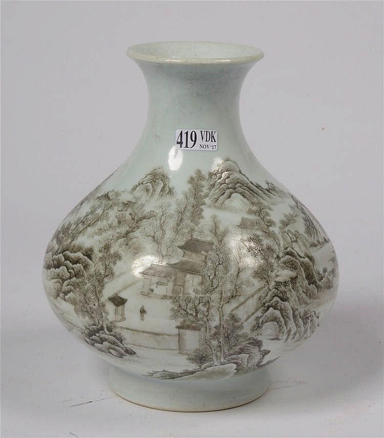 Vase balustre en porcelaine de chine d cor d 39 un paysage la for Porcelaine de chine