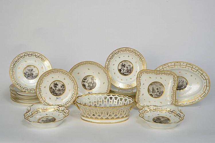 Partie de service en porcelaine blanche et or de paris d cor - Applique porcelaine blanche ...