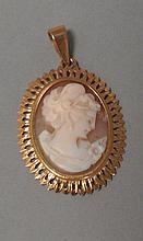 Pendentif CAMEE à profil féminin en or jaune 18cts, Pb 5g