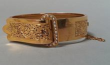 BRACELET rigide en or jaune 18 cts, modèle ceinture. Epoque XIX°, serti de demi perles fines, Pb 15g