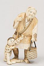 JAPON (XX°). OKIMONO en ivoire sculpté représentant une vieille femme avec enfant. Signature au cachet rouge H 12,5cm (élément manquant)