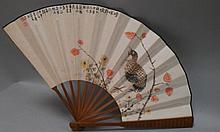 CHINE (XIX°). Trois EVENTAILS en bambou vernis et carton à décor peint d'oiseaux et d'un prunus. Au dos des calligraphies et des cachets (accidents)