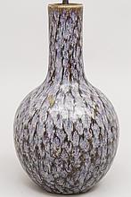 CHINE (XIX°). VASE de forme balustre à long col en porcelaine à glaçure vernissée H 43cm