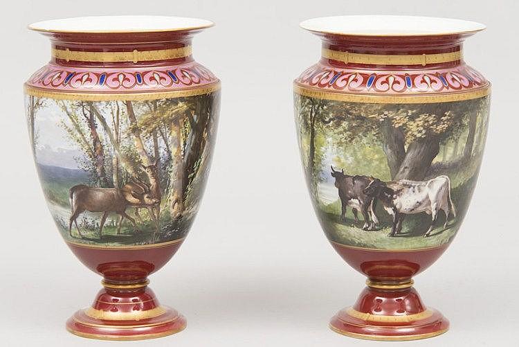 Porcelaine de Paris : Paire de VASES sur piédouche à décor tournant peint polychrome, de paysages avec animaux, le décor signé G. LEONCE vers 1900 H 39,5cm