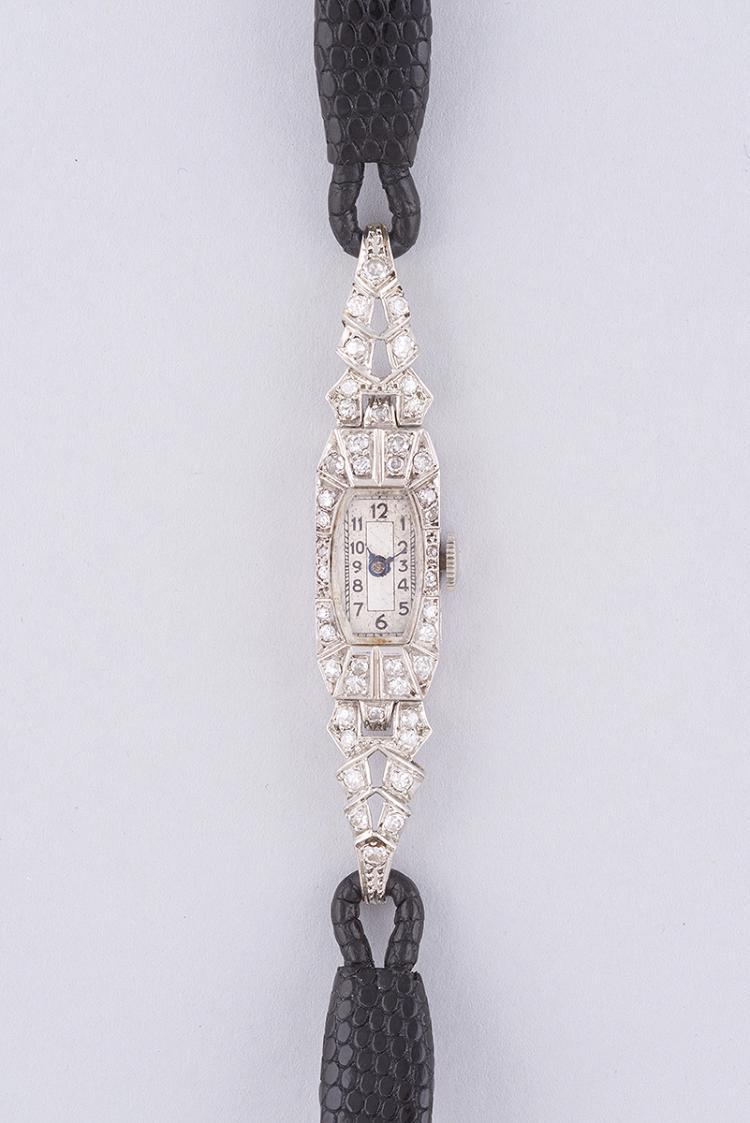 montre de dame en platine et diamants bracelet crocodile ra. Black Bedroom Furniture Sets. Home Design Ideas