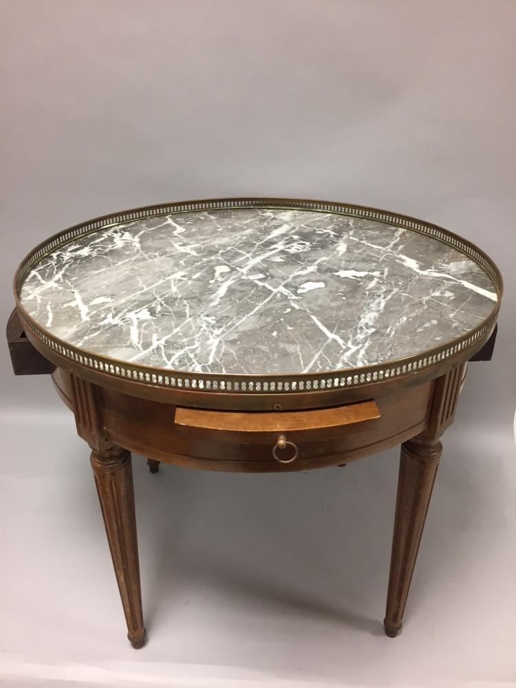 table bouillote en h tre teint ouvrant deux tiroirs et de. Black Bedroom Furniture Sets. Home Design Ideas