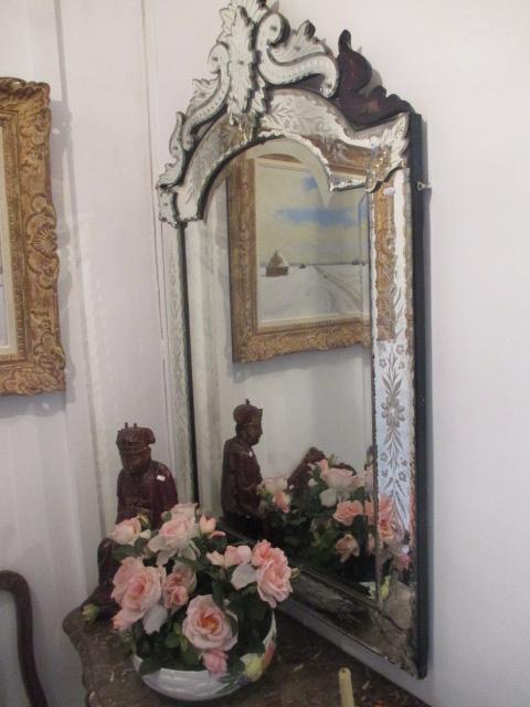 Miroir v nitien en verre grav de venise sur b ti de ch ne v for Miroir venitien