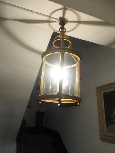 lustre en laiton dor en forme de lanterne. Black Bedroom Furniture Sets. Home Design Ideas